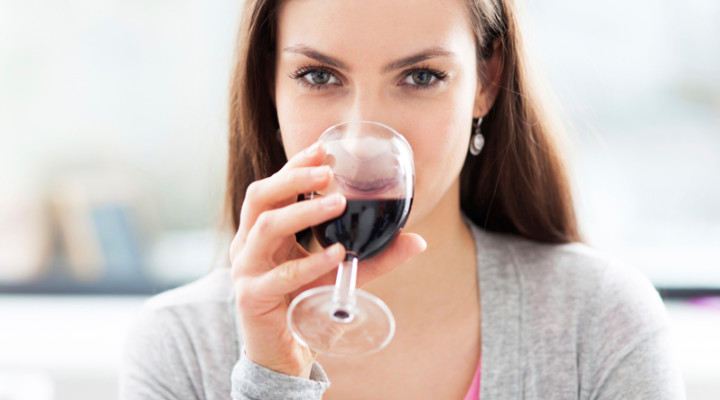 Алкоголь повышает или понижает давление: мифы и реальность