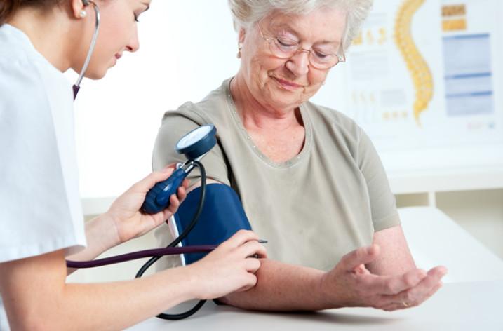 Гипертензия диагностируется у пациентов, чье кровяное давление в покое устойчиво